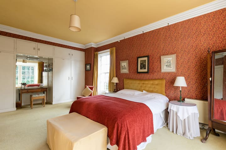 Tranquil double room in period home
