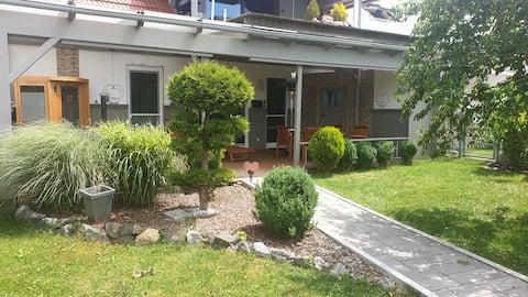 Schöne Wohnung mit Terrasse und Garten