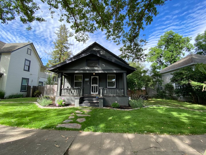 Cozy Victorian in Downtown Red Bluff