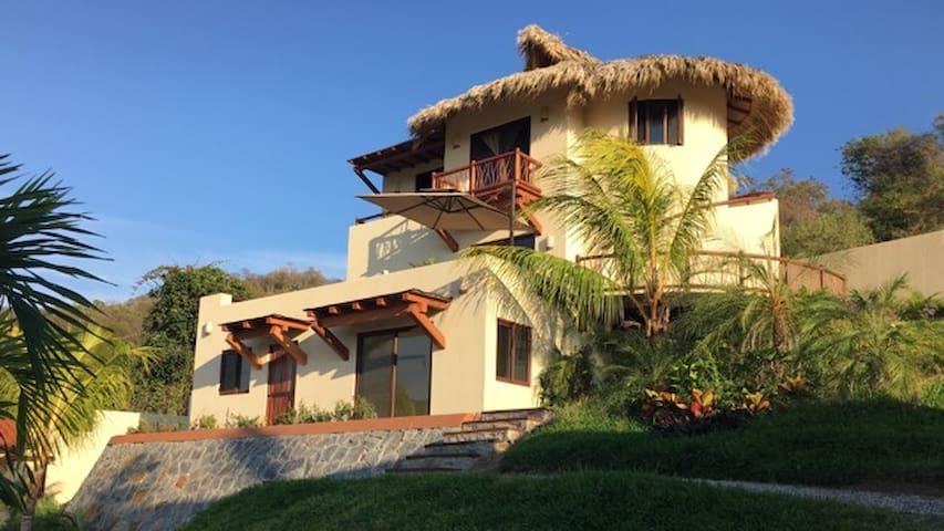 Casa Sol y Luna, Playa La Ropa, Infinity pool - Zihuatanejo - Hus
