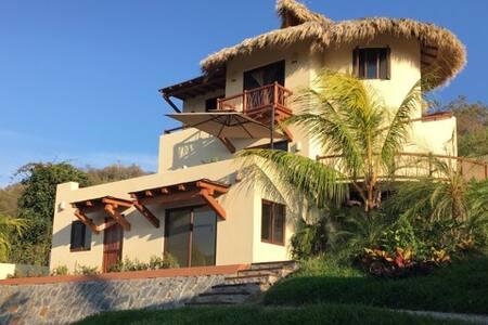 Casa Sol y Luna, Playa La Ropa, Infinity pool - Zihuatanejo