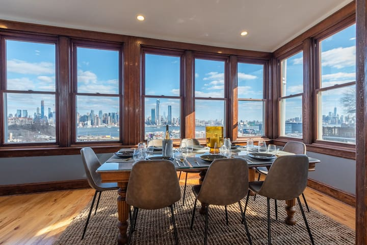NYC Views! Luxury Townhome Minutes To City Center