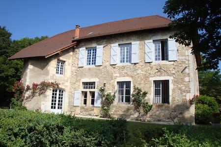 Maison de caractère en Dauphiné - Sermérieu - Bed & Breakfast