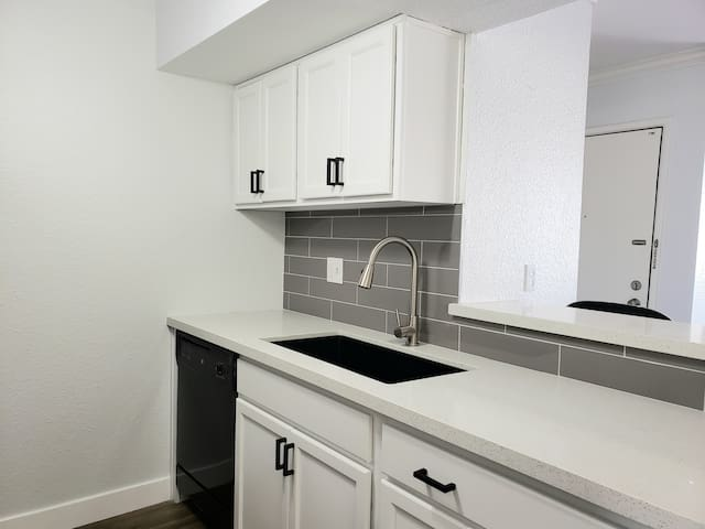 NEGOTIABLE Beautiful 1BR Condo close to everything
