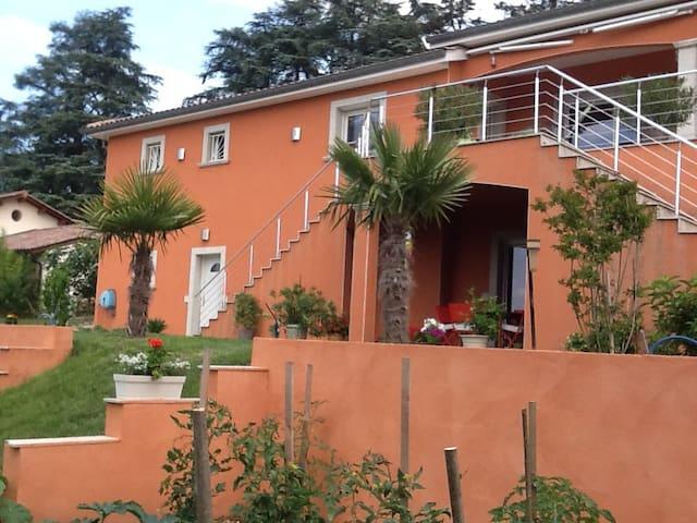 Villa tranquille entre ville et campagne