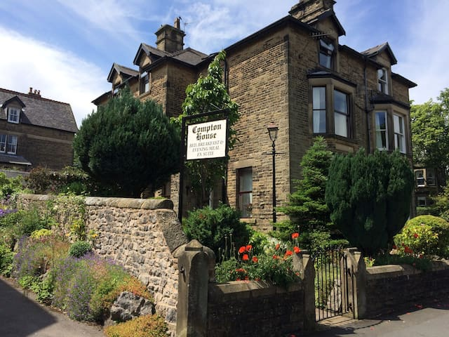 Budget single room B&B - Buxton - Bed & Breakfast