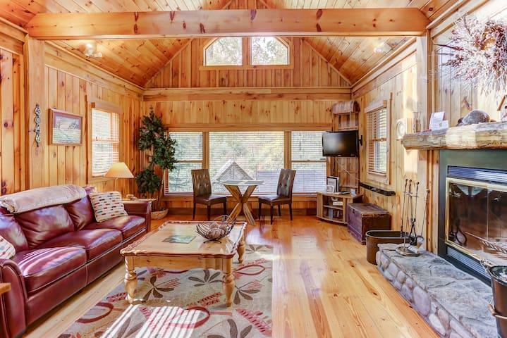 The Boat House - Cherry Ridge Retreat -Hocking Hills Luxury Cabins