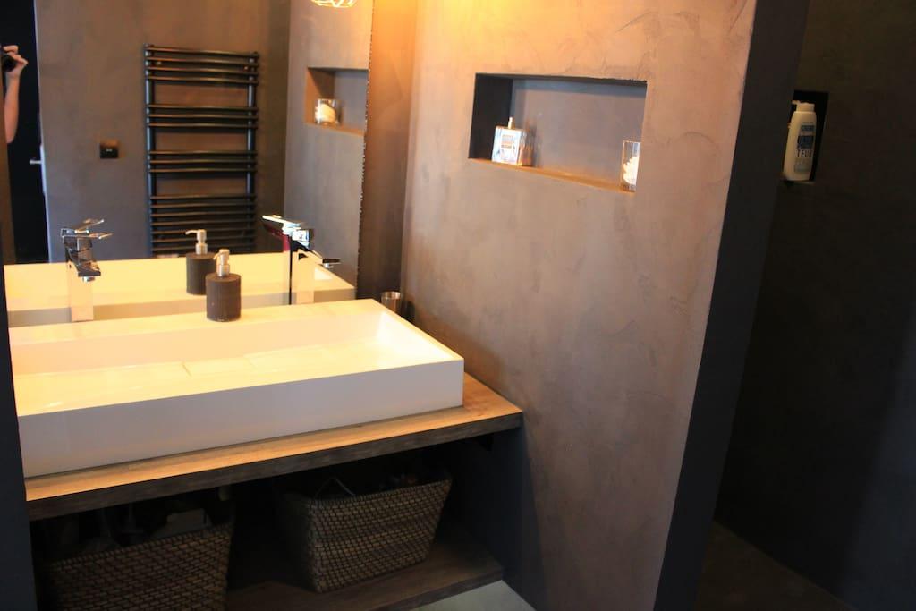 salle de bain dans la chambre parentale