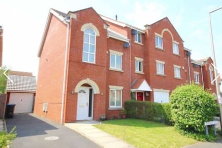 Executive 4 bedroom house - Stockport