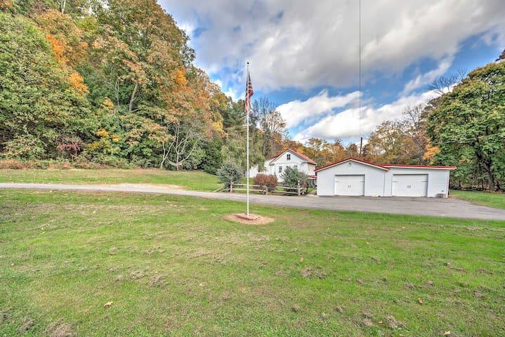3BR Hegins Cottage On Over 4 Wooded Acres!