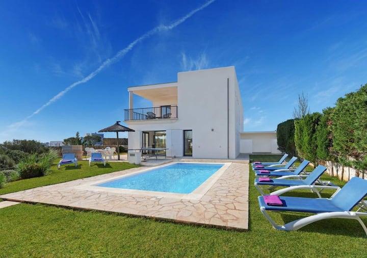 Villa elegante y moderna con piscina privada
