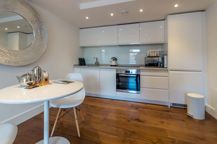 Brand New, High Spec 1 Bed Apartment