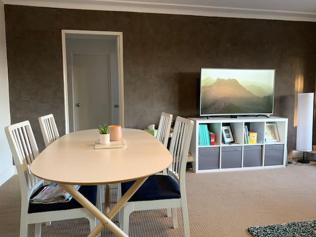 Light filled apartment - 10 mins from Sydney CBD