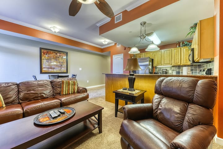 Riverfront condo w/ shared pool/hot tub & private balcony - near attractions!