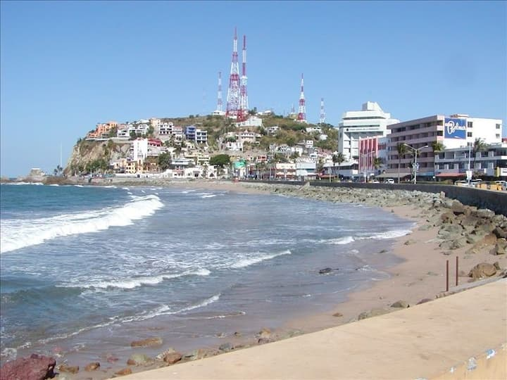 Casa Luz, Private, Historic Home 2 Blocks to Beach