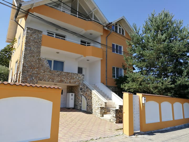 Penthouse Apartment in Leo's Villa