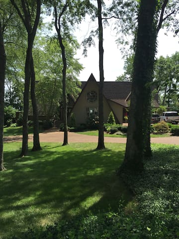Country Home ON THE LAKE! - Hendersonville - House