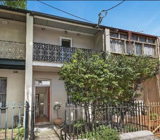 Comfy & clean dbl bdrm in Pyrmont - Ultimo - House