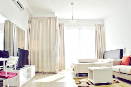 Bright Studio Beside Twin Towers - Kuala Lumpur - Apartment