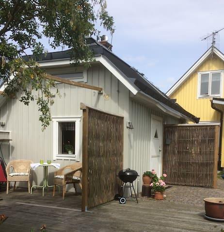 Charmigt gårdshus centralt Falkenberg