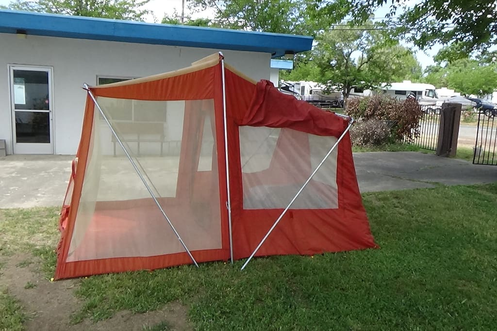 Side view of the tent.