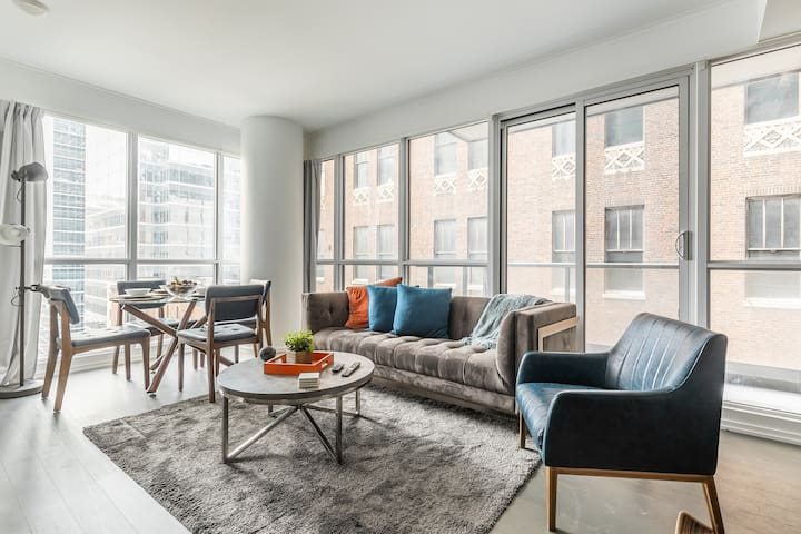 Stunning Executive 2BR Suite in Financial District