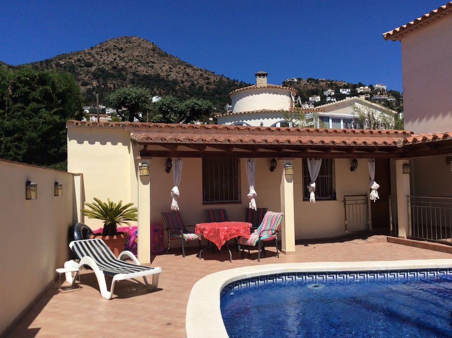 Studio casa de castilla met zwembad costa brava suite for Piani casa degli ospiti