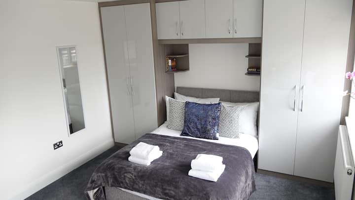 The Hatton House - En-suite triple room 4