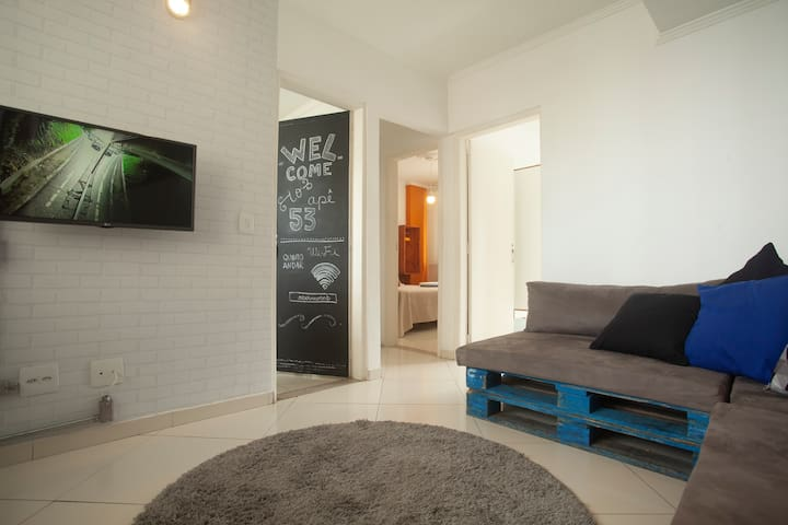 Fully-renovated 2 bedr. apartment 350m from subway