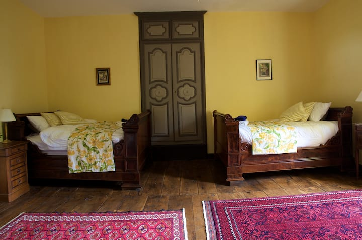 Chateau in the Dordogne - Yellow room for 4 people