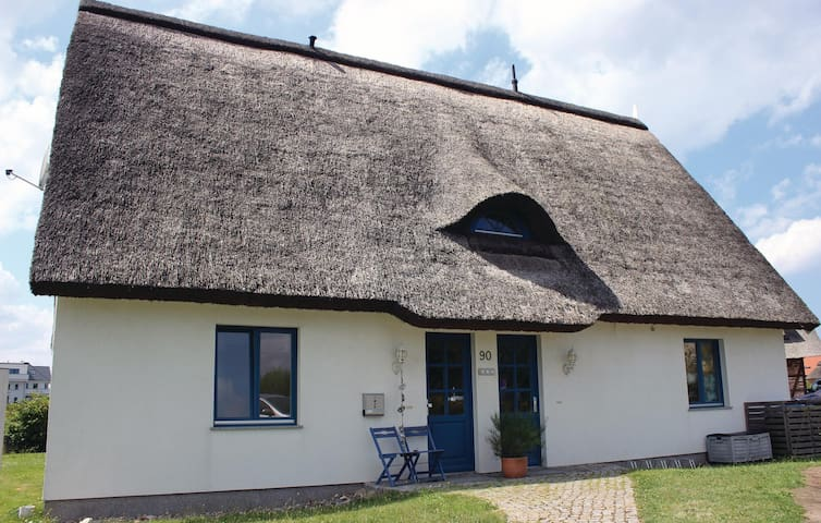 Holiday apartment with 2 bedrooms on 110m² in Börgerende