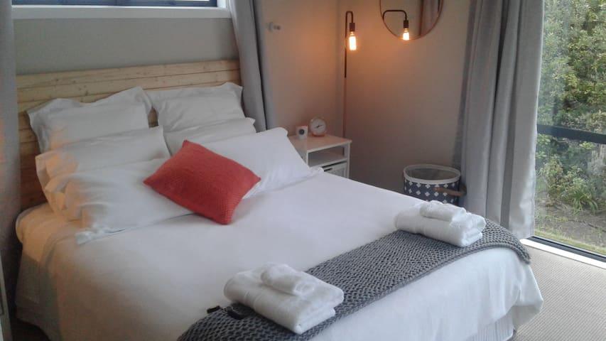 Beachside retreat - West wing - Napier - Bed & Breakfast
