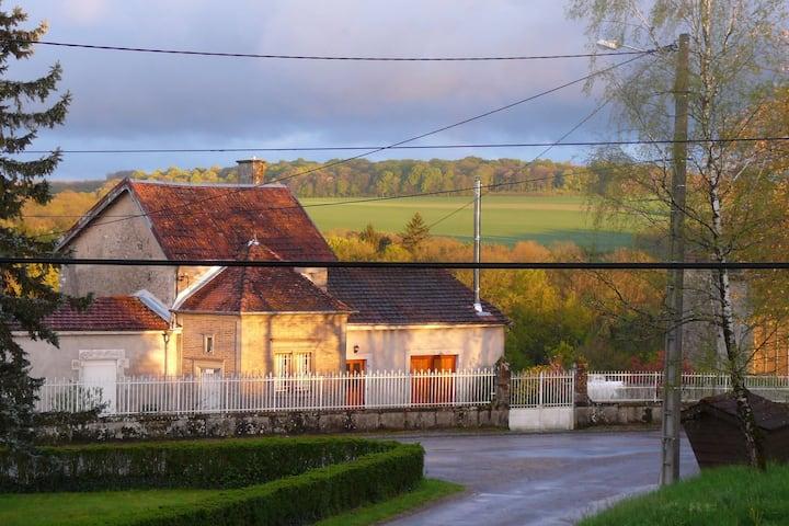 Maison Monchablon, groot huis met tuin rondom