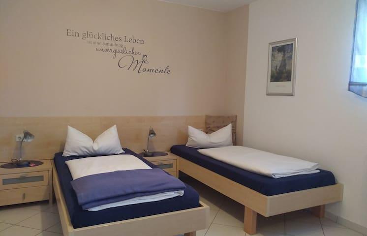 Ferienwohnungen Holder, (Hayingen), Doppelzimmer mit Dusche (UG)