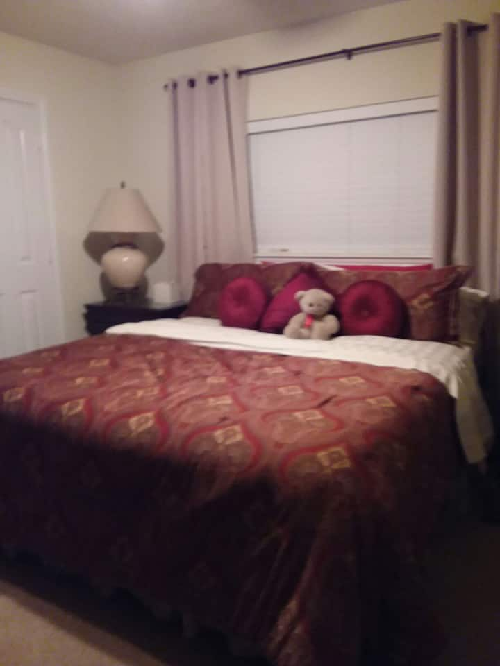 Two bedroom suite, close to NRG