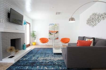 3 Bedroom House with Pool in Palm Springs