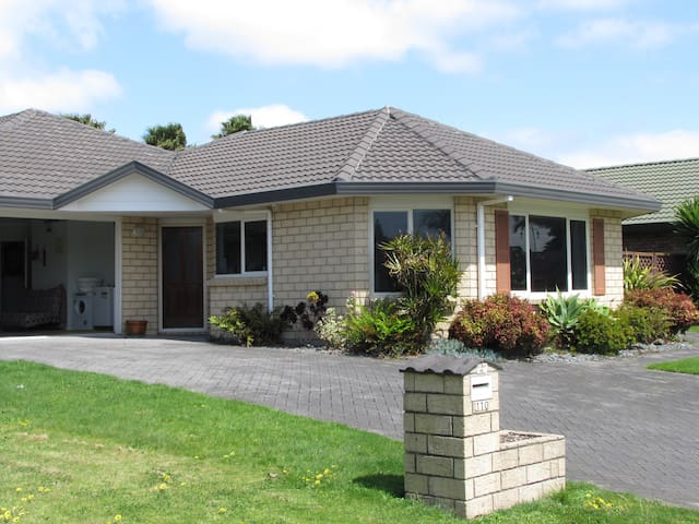 Large Papamoa  House ideally located - Papamoa - Haus