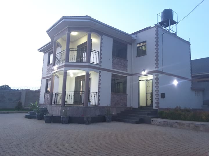 ★3-4 Guests| Modern Guest Suite in Entebbe★