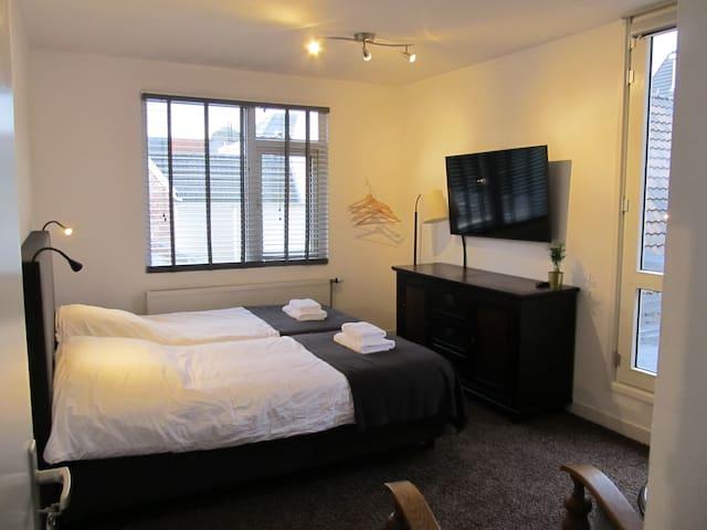 Luxe appartement met privé parkeerplaats ll