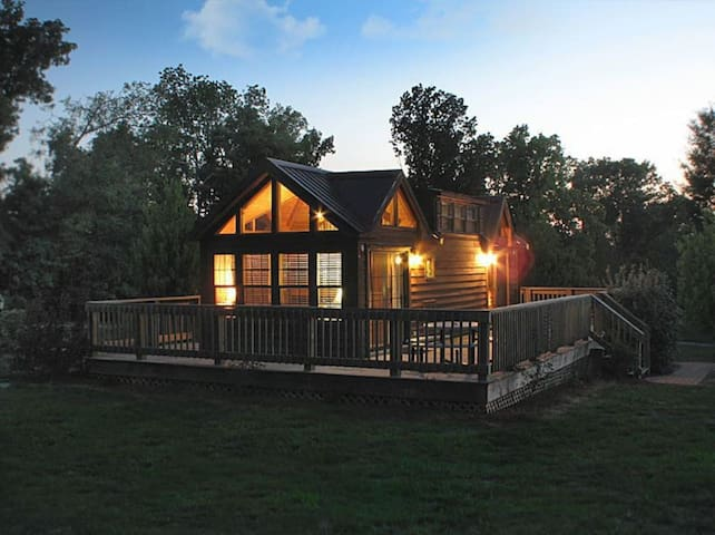 Hillside Haven Cabins-Lakeside Chalet (Cabin 2)
