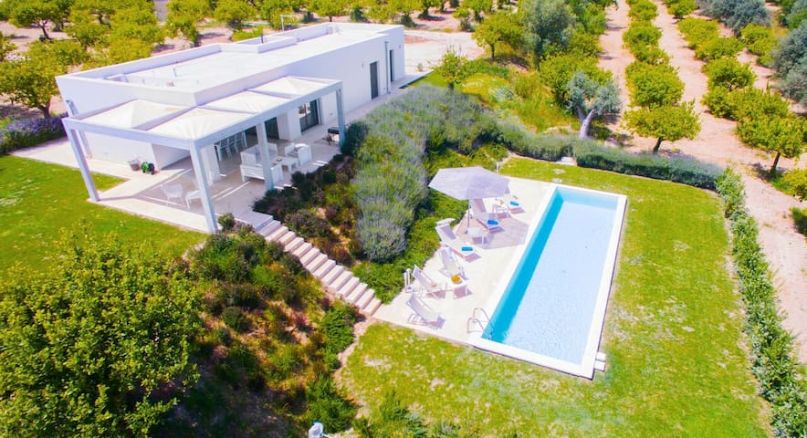 Villa in Noto with private pool and garden