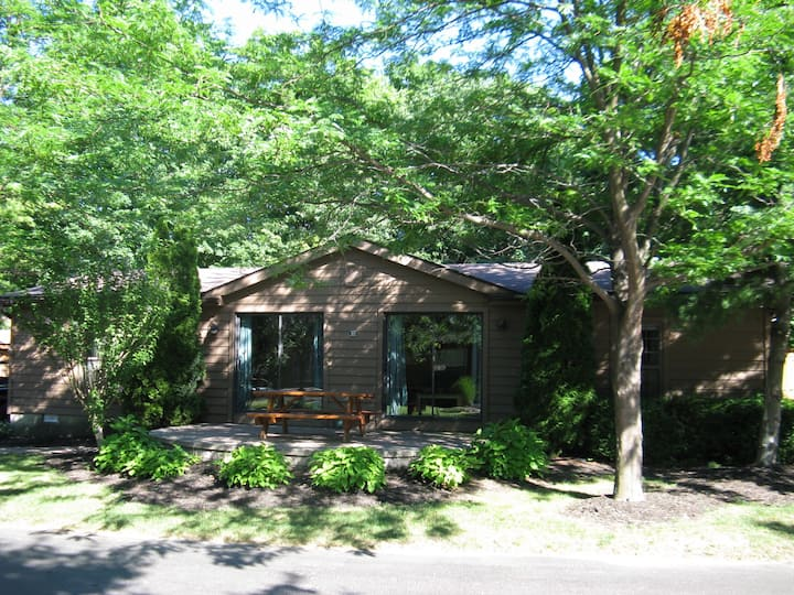 Families and Couples Only! Very Private 3 BR 2 BA Island Club Vacation Home - Put-in-Bay Island Club #104