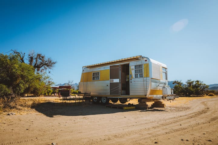 Restored Vintage Trailer / Near Las Vegas