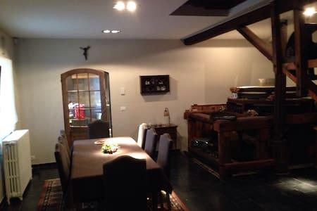 Mooie kamer aan Kluisberg - Hus
