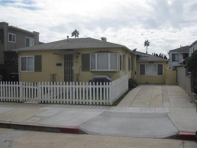 Classic 3/1 beach house, half block to beach