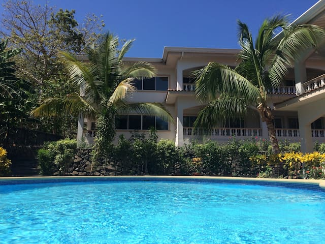 Great Condo Close to the Beach in the Ocean Breeze - Playa Hermosa - Condominium
