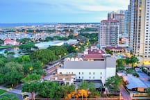 The thriving and artsy downtown St. Pete is lovely & only 10 miles from our home. Visit one of the many parks, museums, art gallery, restaurants or bars, boutiques or a live event day or night. You can find live music 7 days a week downtown! Home of baseball's Tampa Bay Rays!