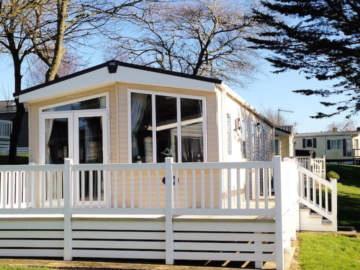 3 Bedroom Static Caravan - 5* Park, Milford on Sea
