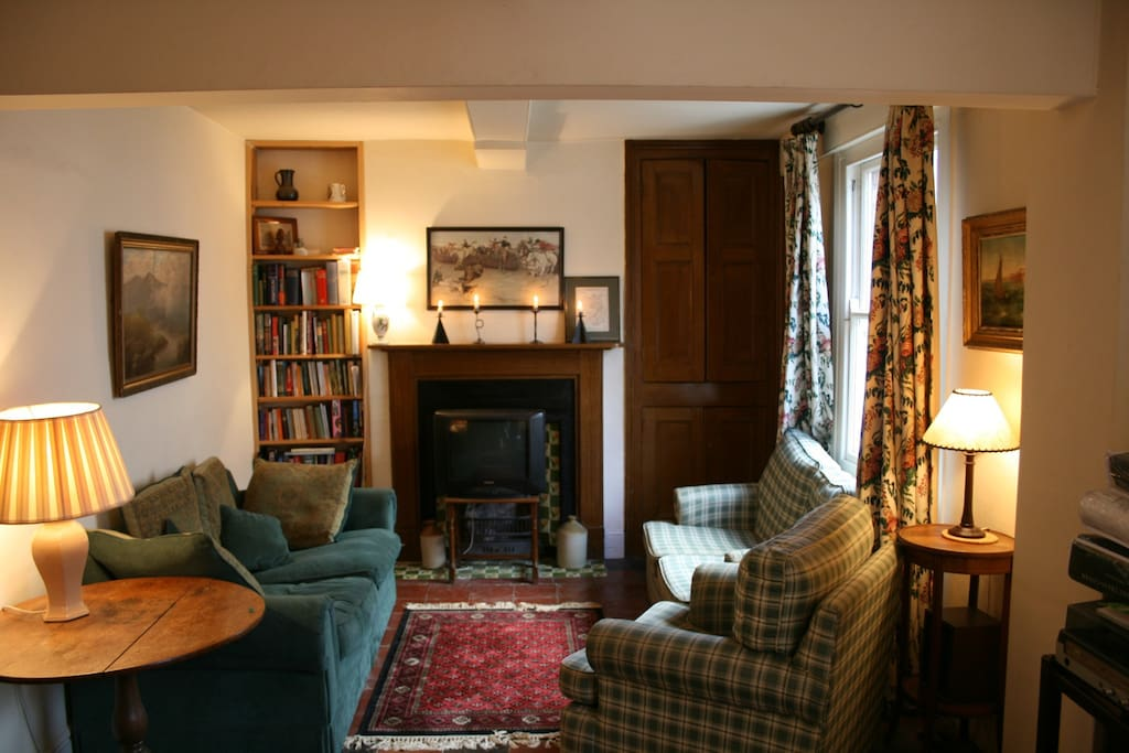 Sitting room, television end