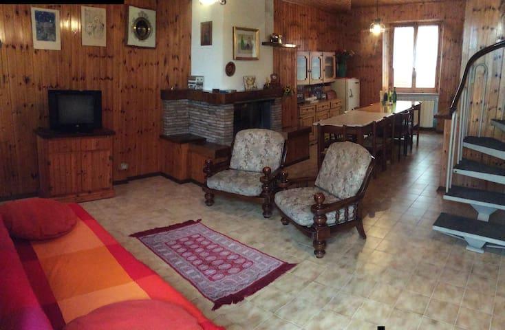 Casa a schiera nel parco di Frasassi, Gola Rossa